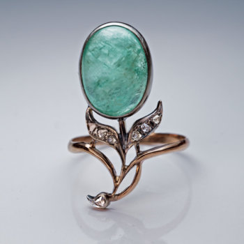Art Nouveau antique cabochon cut emerald ring