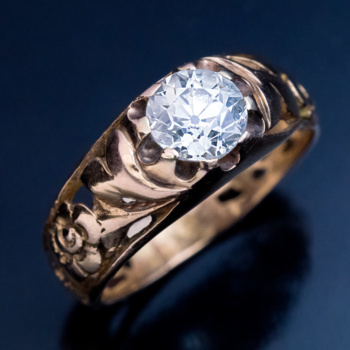 Art Nouveau antique openwork gold ring with 1 carat old European cut diamond