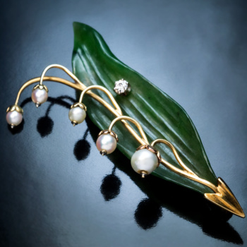 Lily of the valley carved nephrite jade pearl diamond gold vintage brooch pin