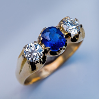 sapphire diamond three stone vintage ring