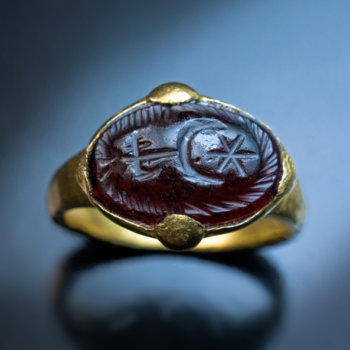 Medieval Byzantine gold and garnet signet ring - antique seal rings