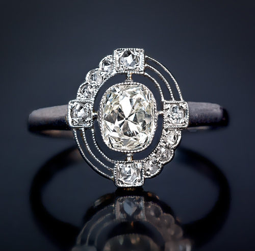 Art Deco Diamond and Platinum Vintage Engagement Ring Antique