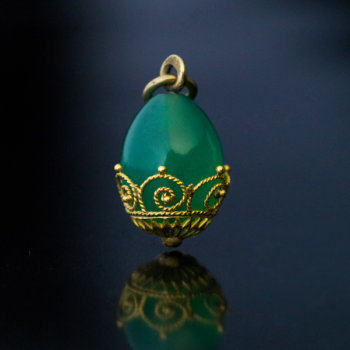 antique chrysoprase gold egg pendant