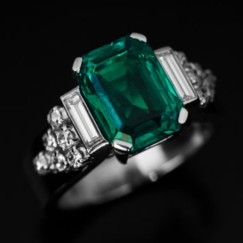 vintage Art Deco French Colombian emerald and diamond engagement ring