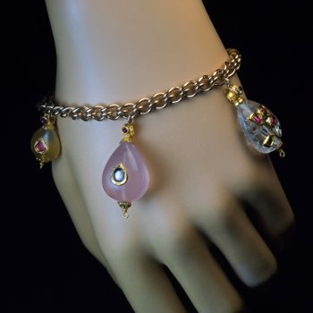Mughal gemstone and gold charm bracelet
