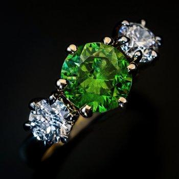 Russian Ural 1.90 Ct demantoid and diamond ring
