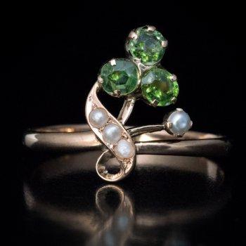 Art Nouveau antique demantoid ring