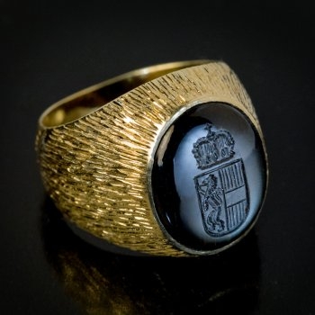 Vintage obsidian and gold signet ring