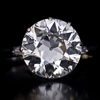3.30 Ct Old European cut diamond engagement ring