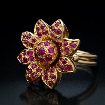 Vintage ruby and gold ring
