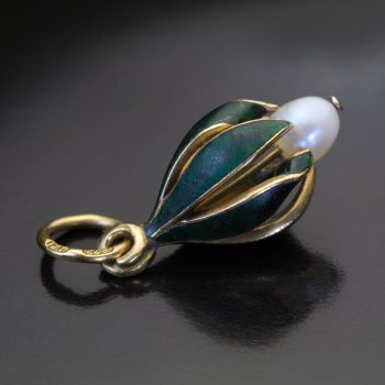 antique Art Nouveau gold enamel pearl flower pendant