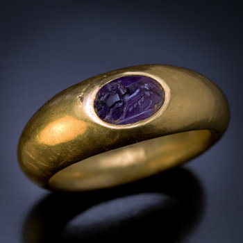 ancient Roman gold finger ring with amethyst intaglio engraved with she-wolf